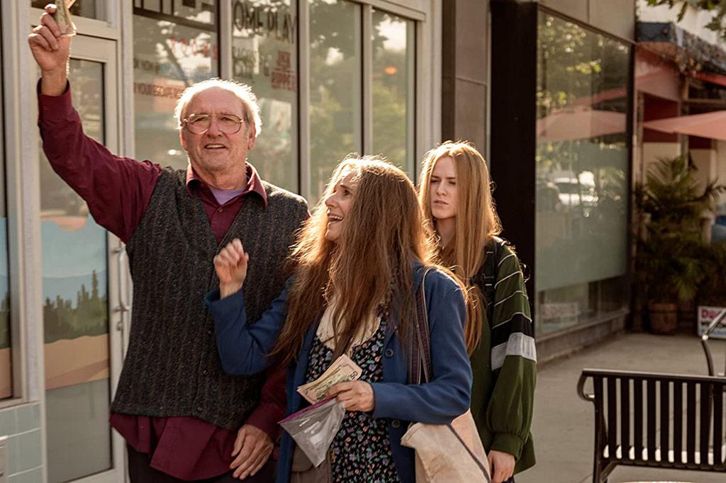 Evan Rachel Wood, Richard Jenkins, Debra Winger dans Kajillionaire