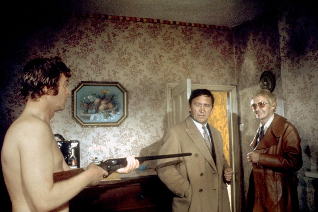 Michael Caine, George Sewell, Tony Beckley dans La Loi du milieu