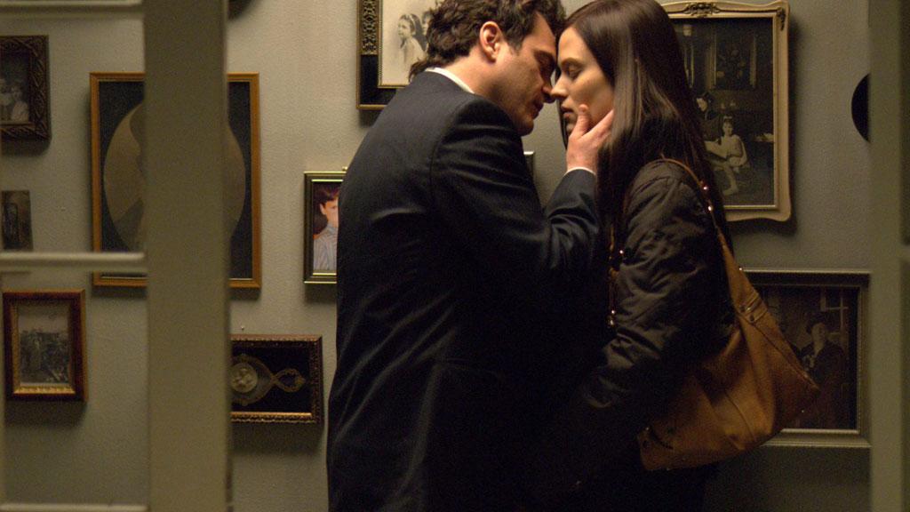 Joaquin Phoenix, Vinessa Shaw dans Two Lovers