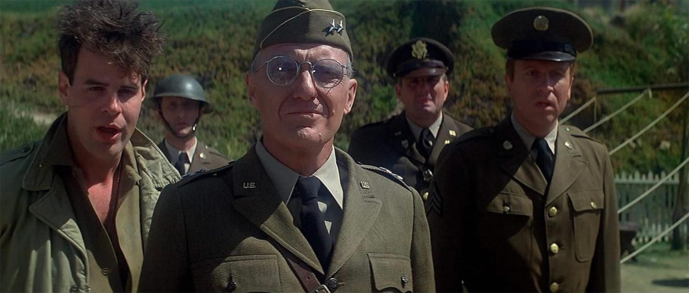 Dan Aykroyd, Robert Stack dans 1941
