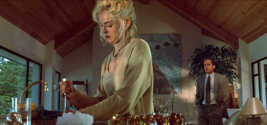 Michael Douglas, Sharon Stone dans Basic instinct