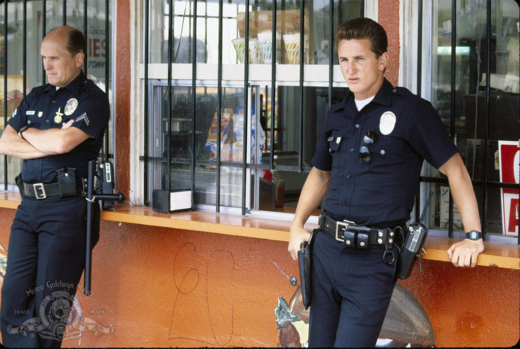 Robert Duvall, Sean Penn dans Colors