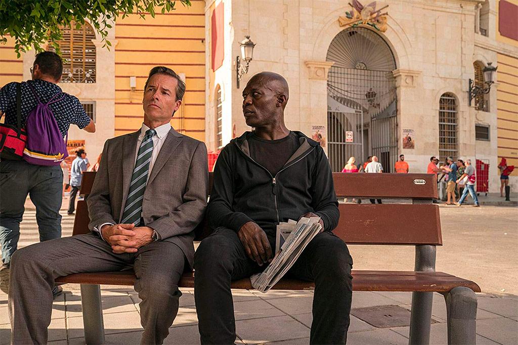 Guy Pearce and Eriq Ebouaney  dans Domino