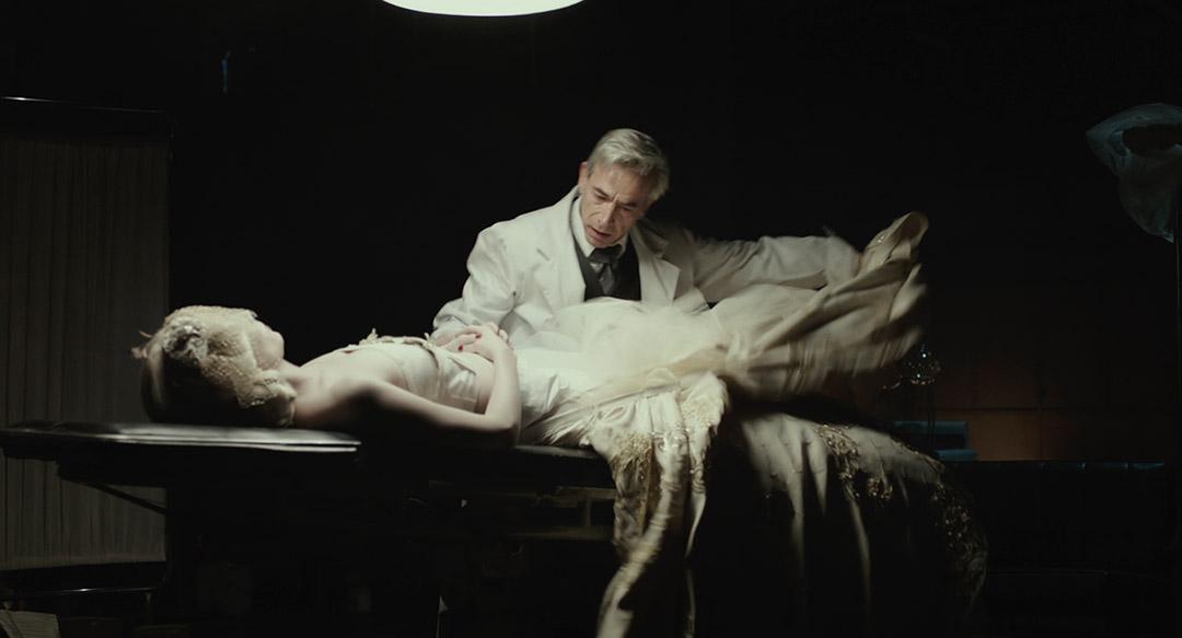 Imanol Arias, Sabrina Machi dans Eva ne dort pas