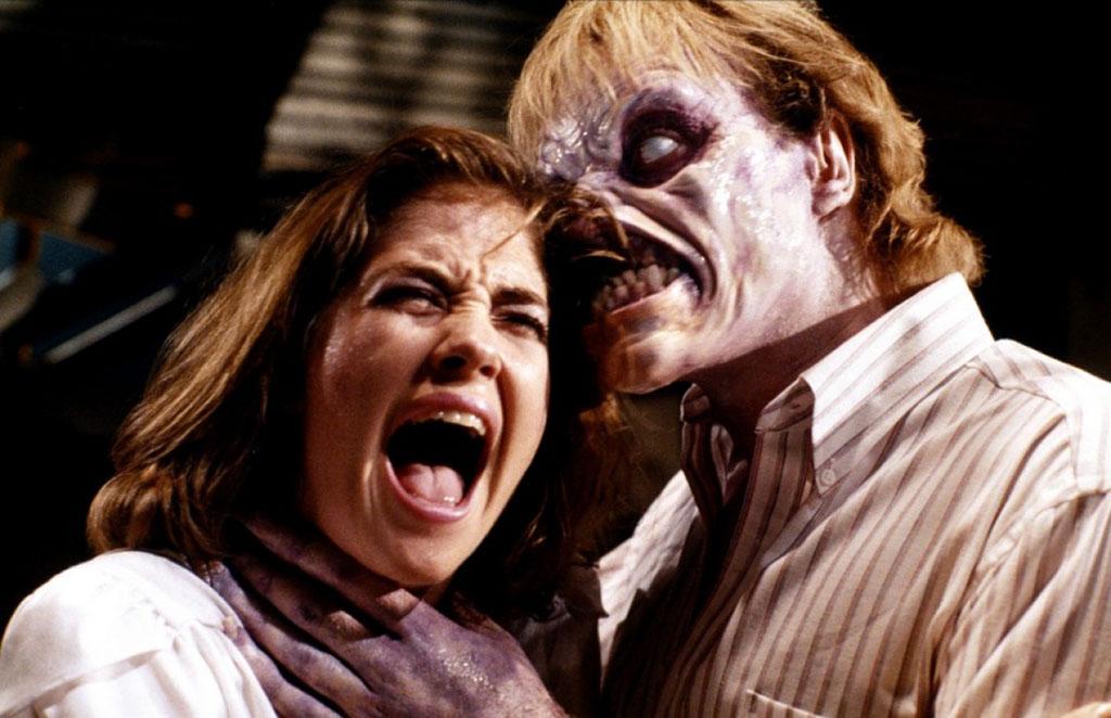 Kassie Wesley DePaiva, Richard Domeier dans Evil Dead 2