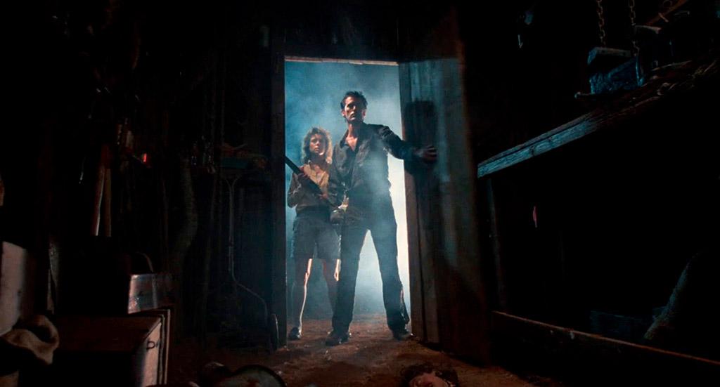 Sarah Berry, Bruce Campbell dans Evil Dead 2