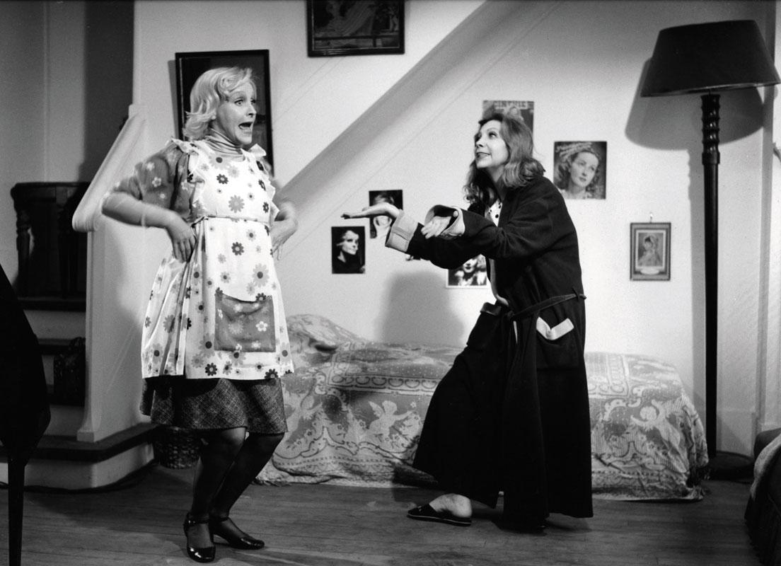 Hélène Surgère, Sonia Saviange dans Femmes, femmes