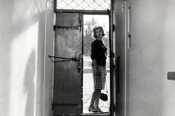 Monica Vitti dans L'avventura
