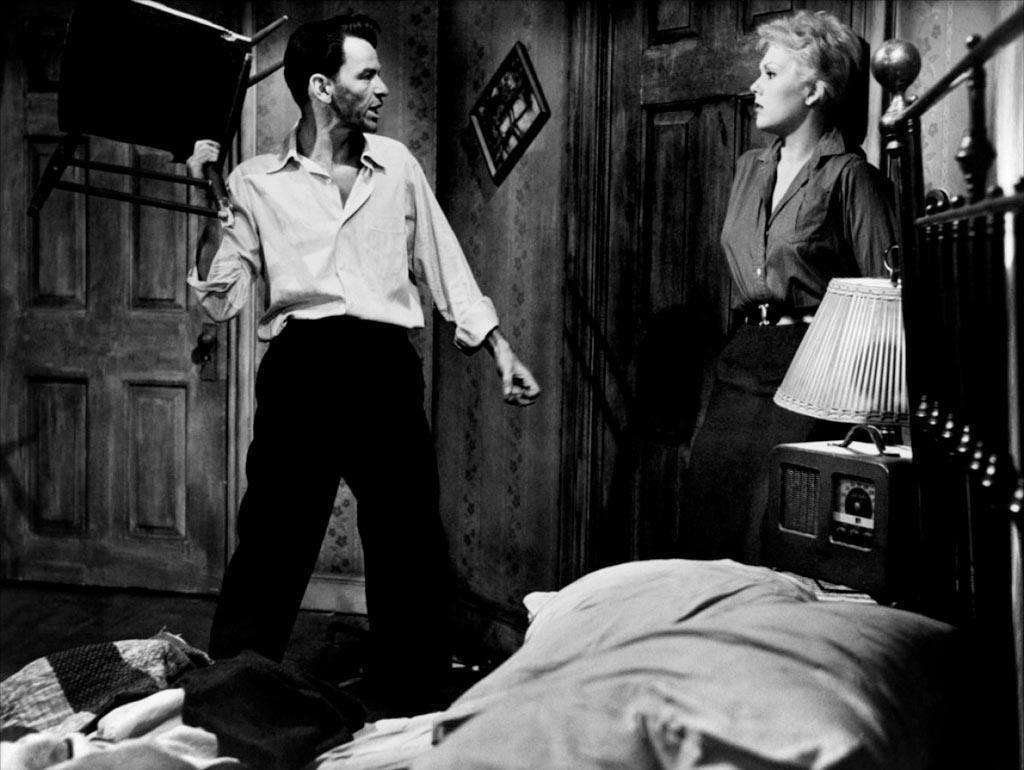 Frank Sinatra, Kim Novak dans L'Homme au bras d'or