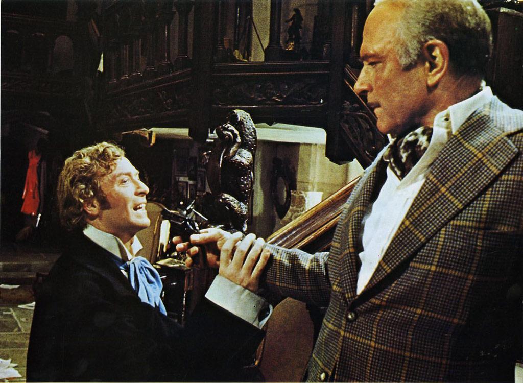 Michael Caine, Laurence Olivier dans Le Limier