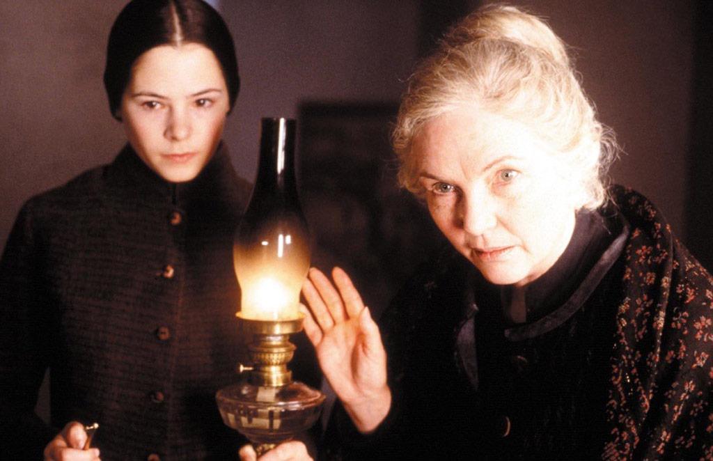 Fionnula Flanagan, Elaine Cassidy dans Les Autres