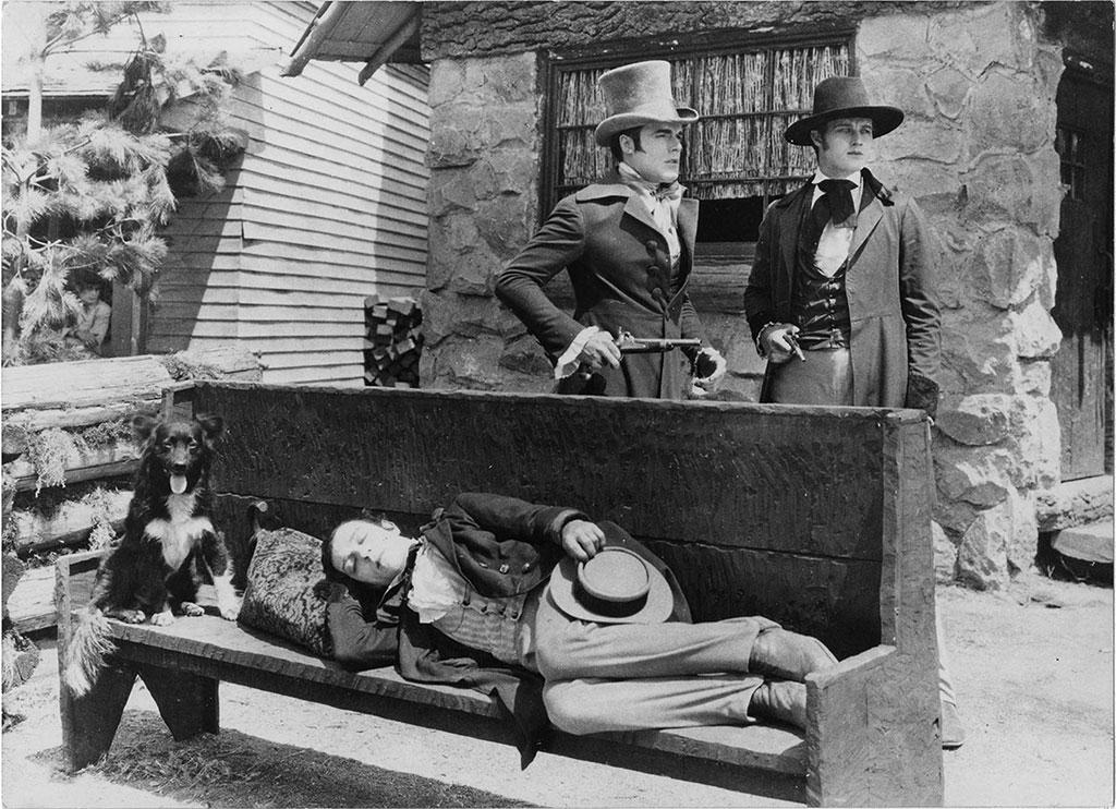 Buster Keaton, Francis X. Bushman Jr., Craig Ward dans Les Lois de l'hospitalité
