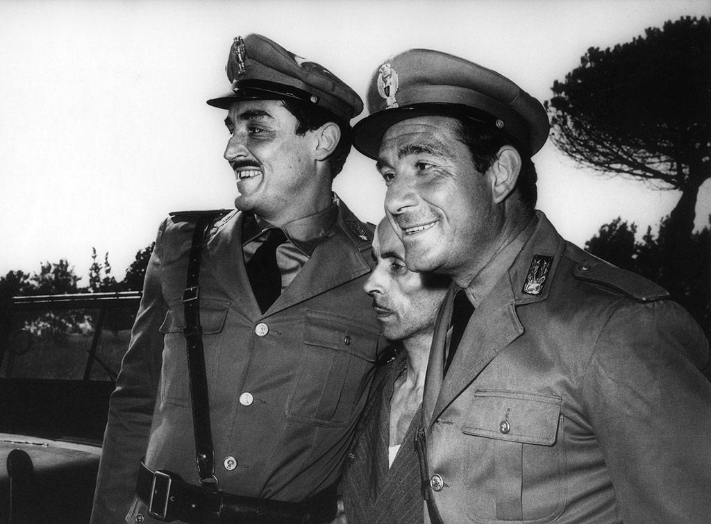 Ugo Tognazzi, Vittorio Gassman dans Les Monstres
