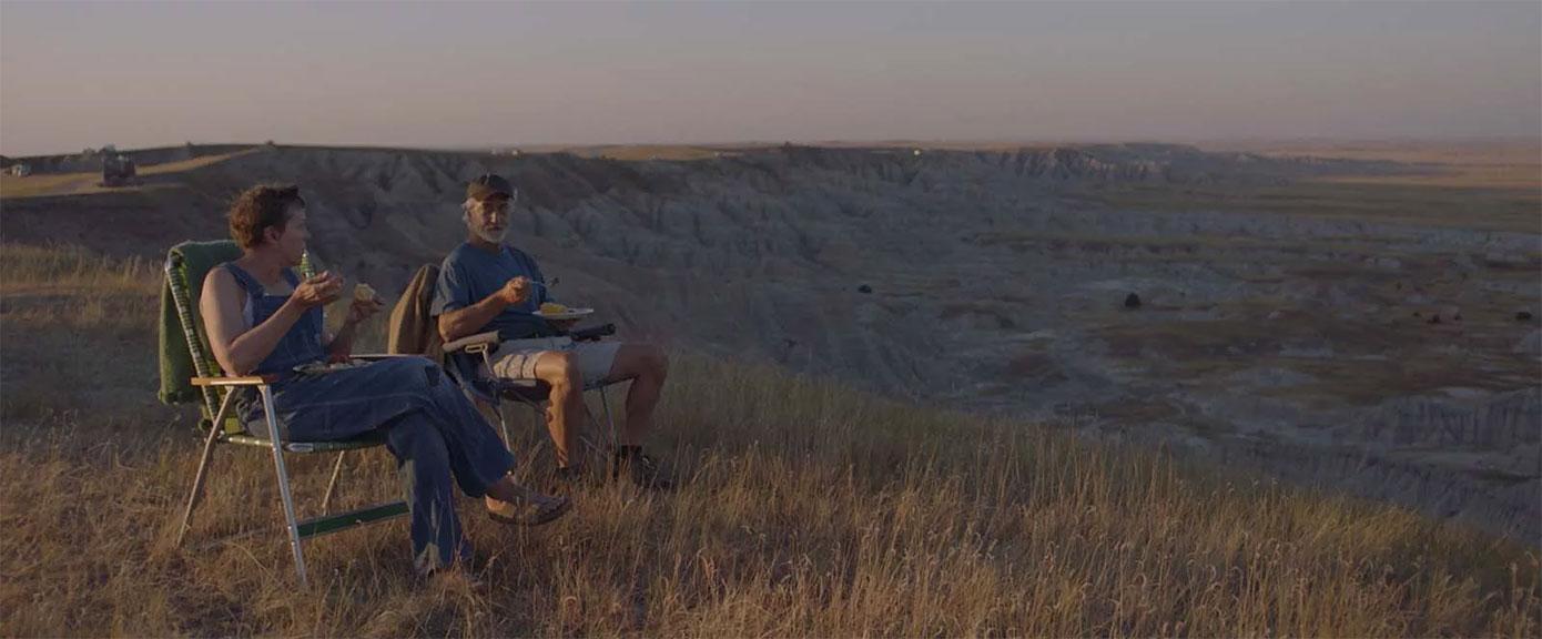 Frances McDormand, David Strathairn dans Nomadland