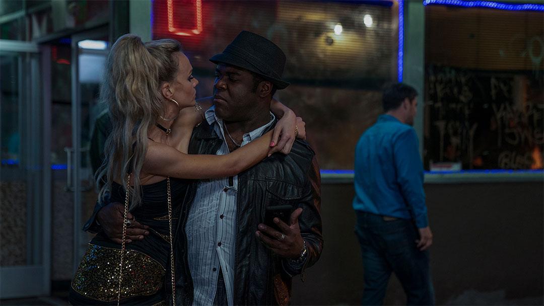 Carey Mulligan, Sam Richardson dans Promising Young Woman