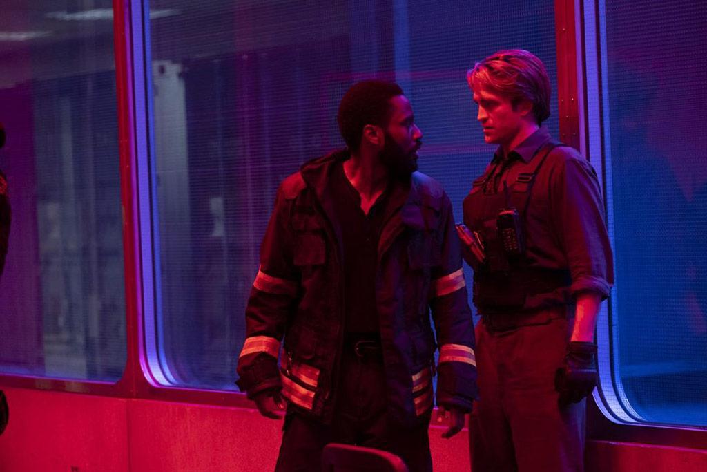 John David Washington, Robert Pattinson dans Tenet