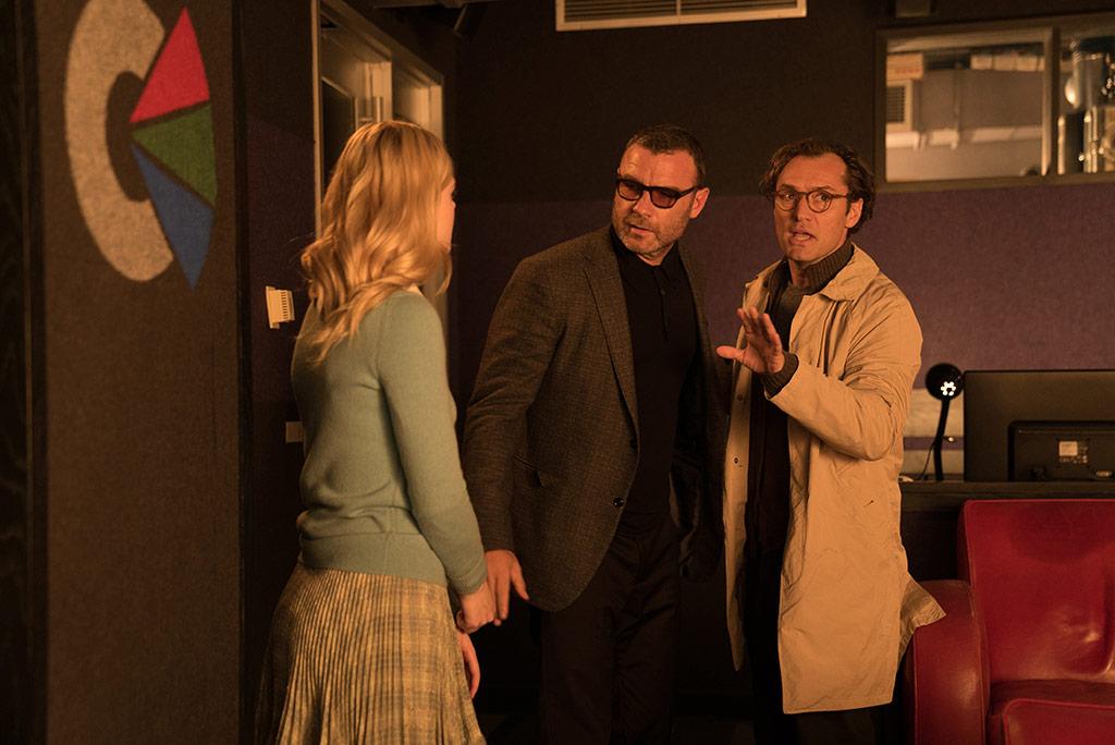 Elle Fanning, Liev Schreiber, Jude Law dans Un Jour de pluie à New York