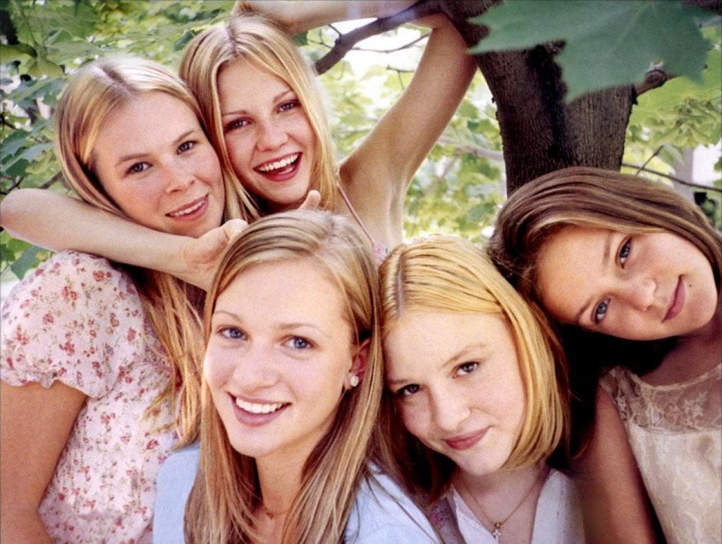 Kirsten Dunst, A. J. Cook, Hanna R. Hall, Leslie Hayman, Chelse Swain dans Virgin suicides